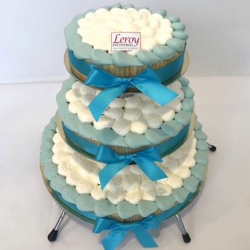 Gâteau à étages bleu pale