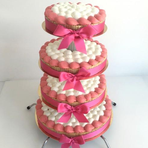 Gâteau à étages rose