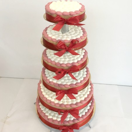 Gâteau à étages rouge