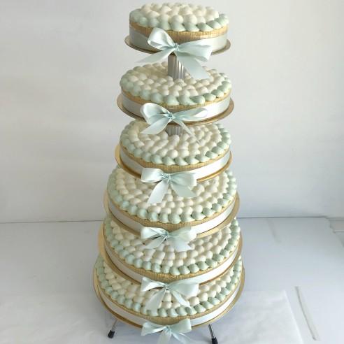 Gâteau à étages vert menthe