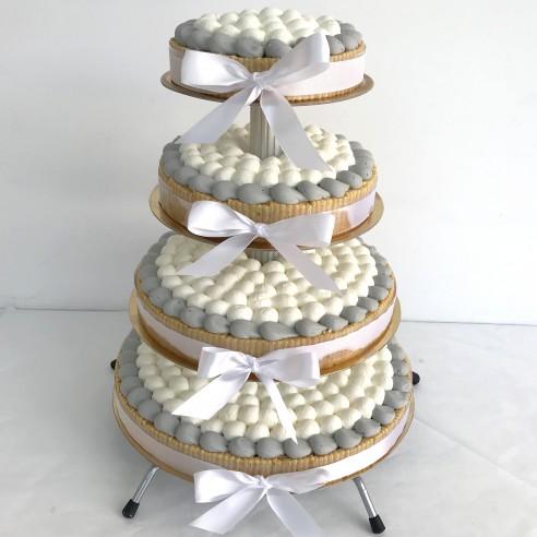 Gâteau à étages gris