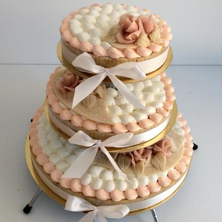 Gâteau à étages rose pale